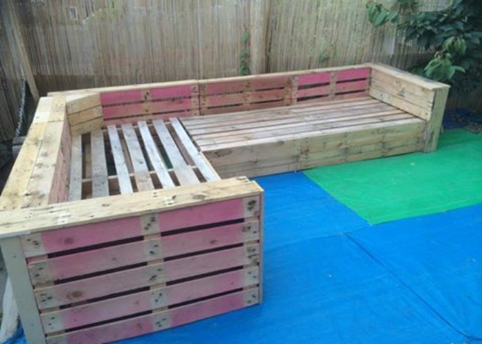 Patio Garden Corner Seating with Pallets | Pallet Ideas ...