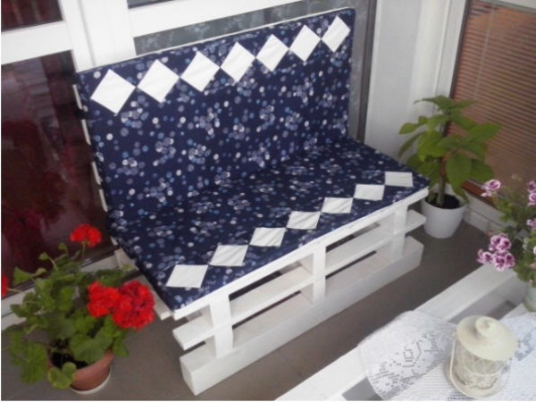 Bench From Pallets On The Balcony Pallet Ideas Recycled Upcycled Pallets Furniture Projects
