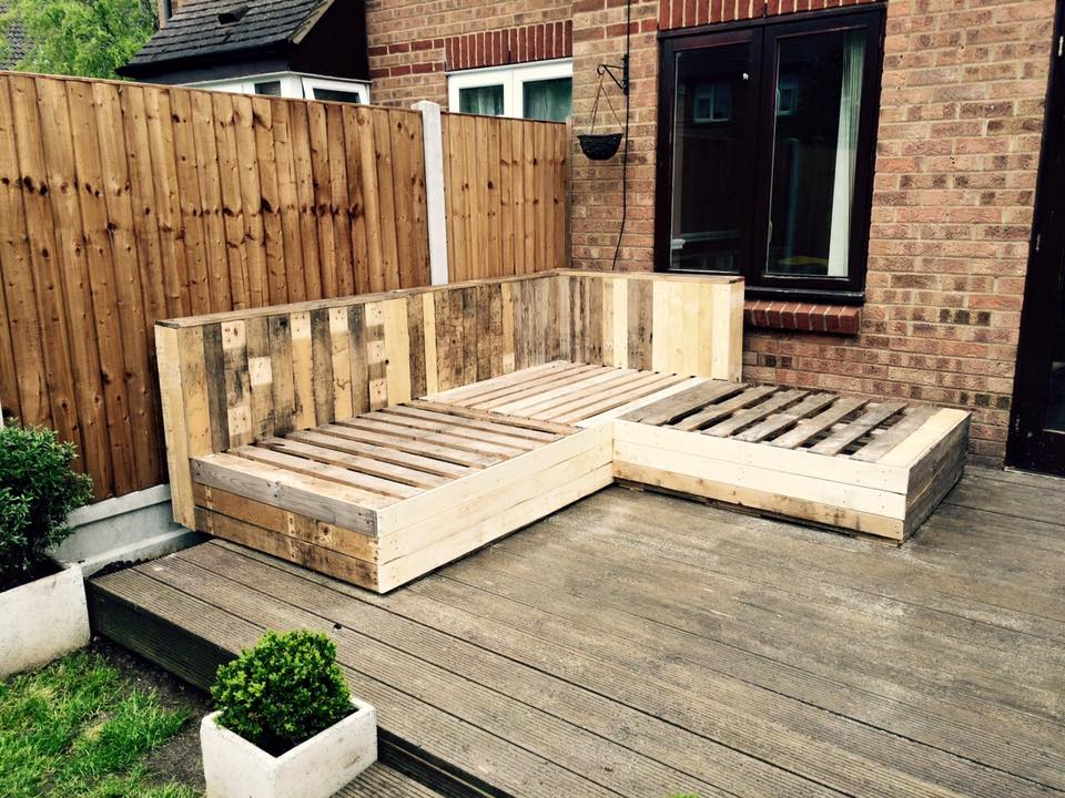 Diy pallet corner sofa pallet ideas recycled upcycled for Palette table de jardin