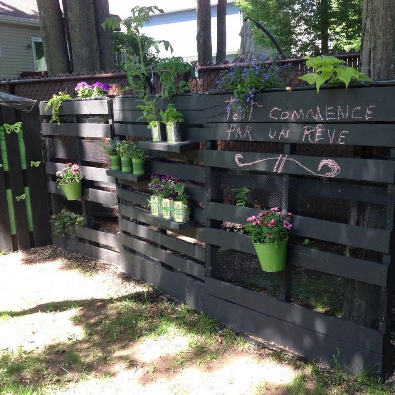 Garden Decor Using Pallets: Pallets Decorated Garden