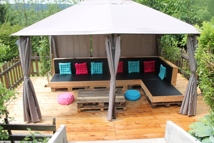 Pallets made furniture under garden gazebo deck pallet for Outdoor furniture gazebo