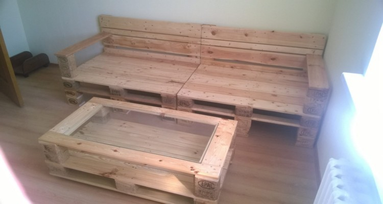 Pallets made coffee table and sofa pallet ideas for Sofa table made from pallets