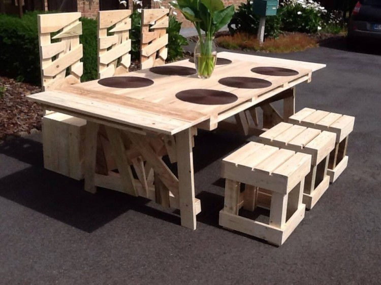 Superb Patio Pallets Table With Chairs Pallet Ideas
