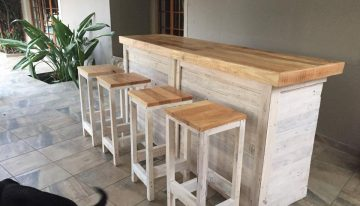 Bar Counter with Stools from Pallet Wood
