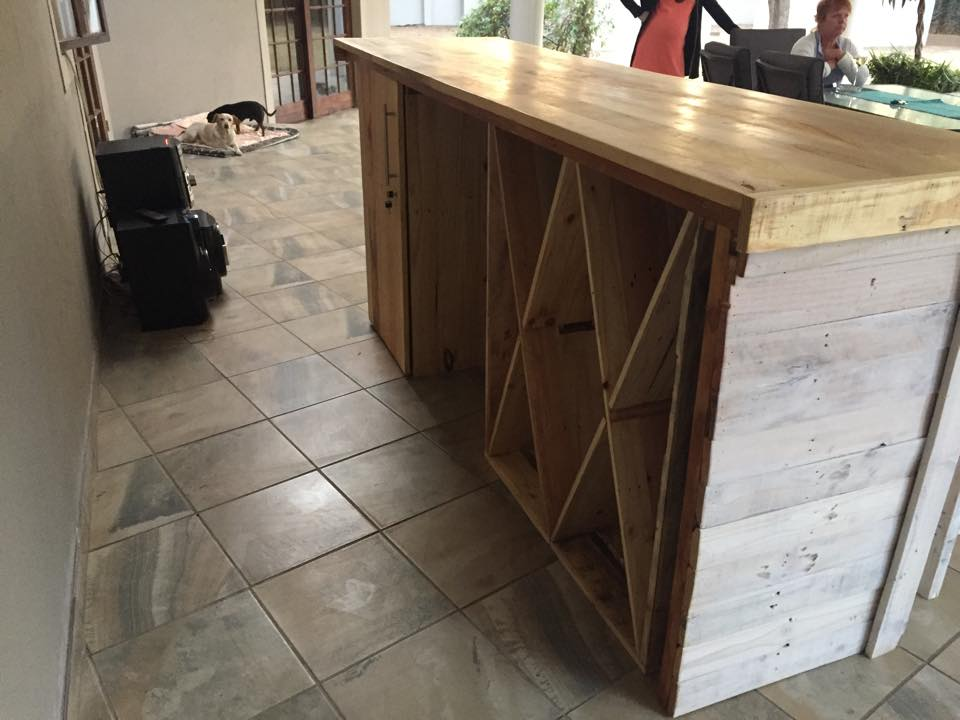 Bar Counter With Stools From Pallet Wood Pallet Ideas