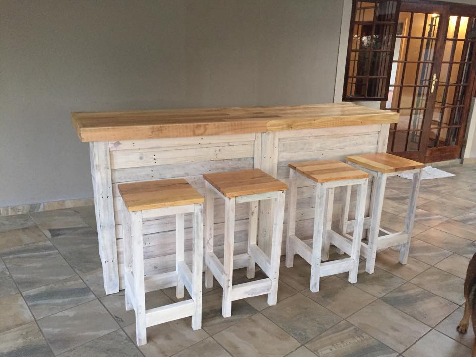 Bar Counter with Stools from Pallet Wood | Pallet Ideas