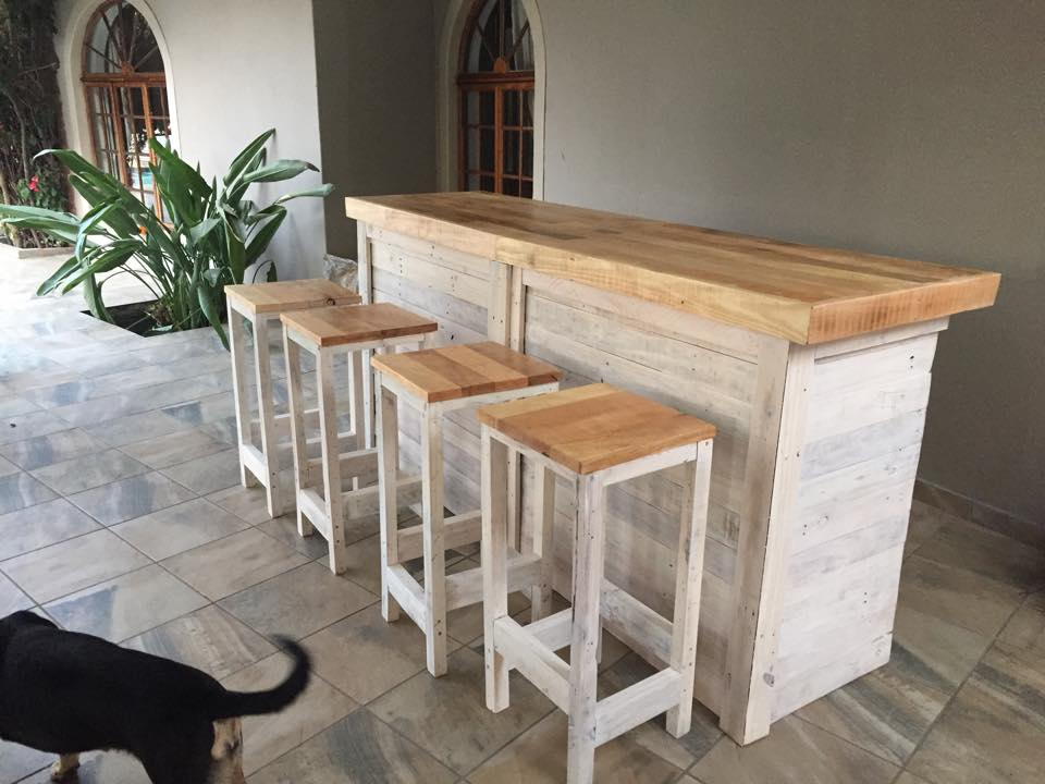 Bar Counter With Stools From Pallet Wood Ideas