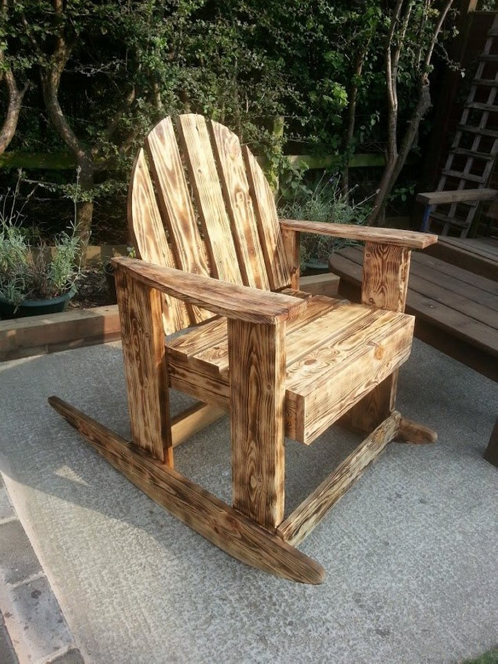 Burnt Wood Effects Pallets Outdoor Chair | Pallet Ideas