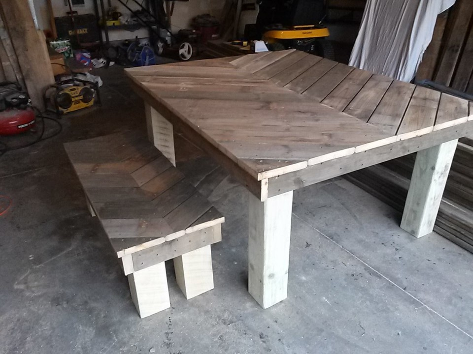 Chevron Rustic Farm Matching Pallets Table And Bench