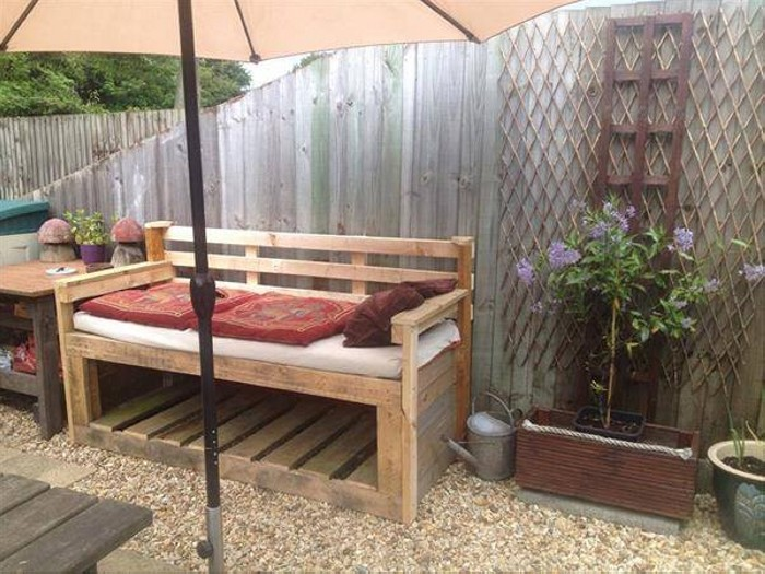 Creative ways to use pallets wood pallet ideas recycled for Creative patio furniture