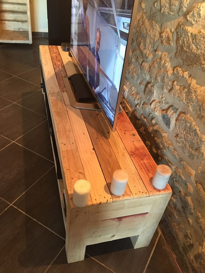 Meuble tv de la palette pallet ideas recycled for Table en palette