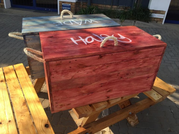 Pallet Wood Made Kids Toy Boxes Ideas Recycled