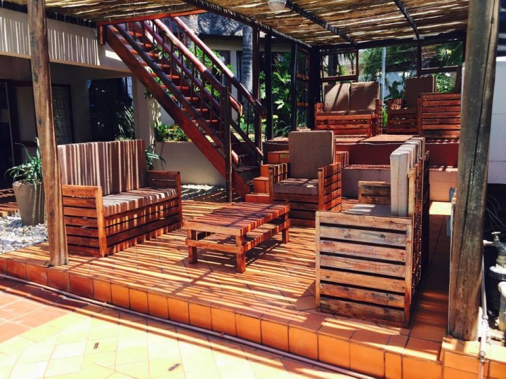Cute Pallet Wood Made Patio Set Pallet Ideas