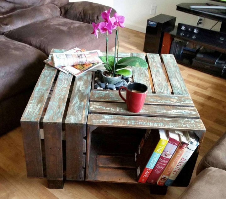 pallet wooden coffee table with planter pallet ideas. Black Bedroom Furniture Sets. Home Design Ideas