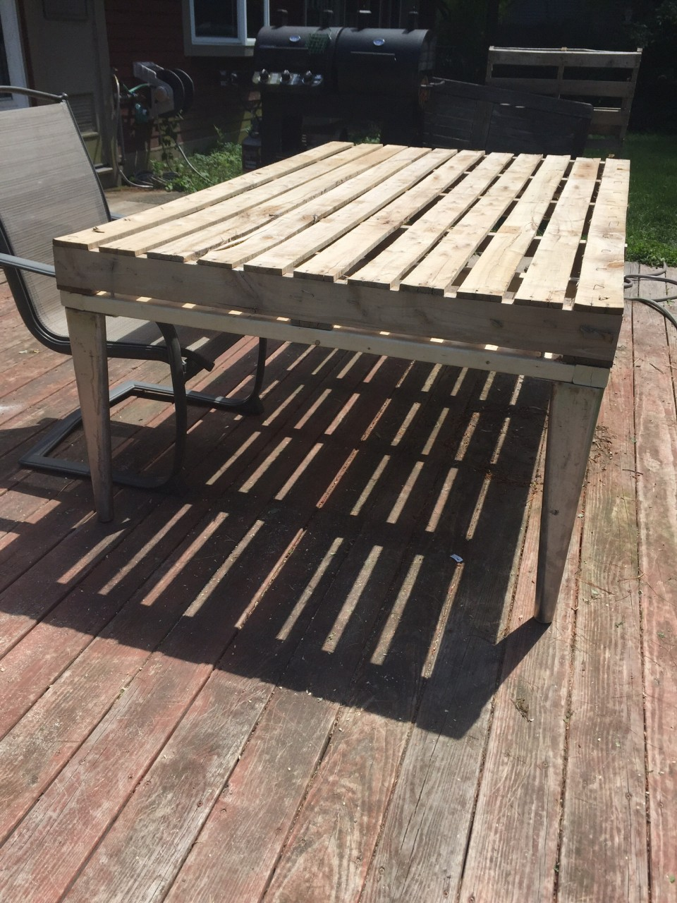 Patio coffee table out of wooden pallets pallet ideas for Pallet furniture projects