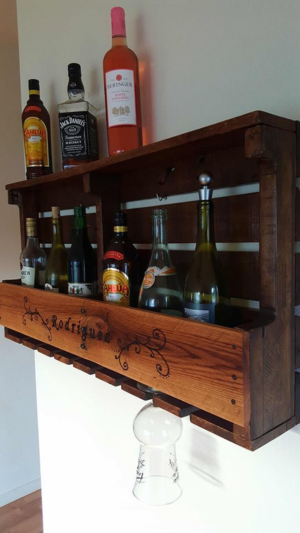 Pallet rustic wine rack in wood burned design pallet Wine rack designs wood
