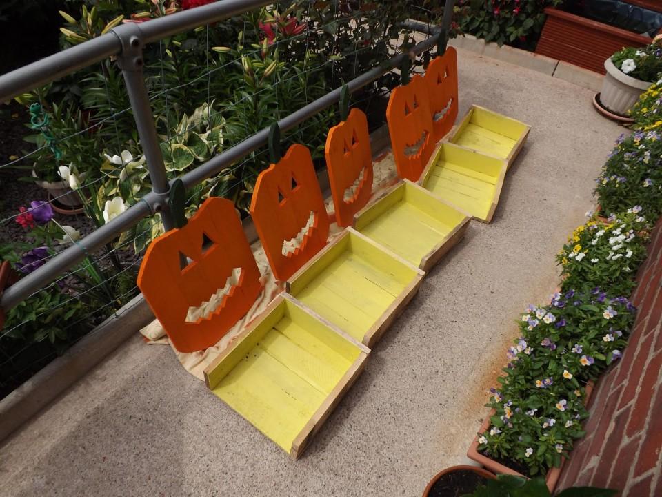Wood pumpkins garden crafts out of pallets pallet ideas for Craft ideas for wood pallets