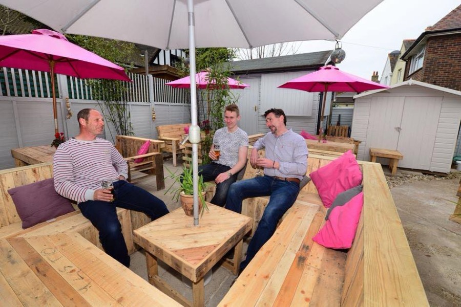 how to make a patio set out of pallets