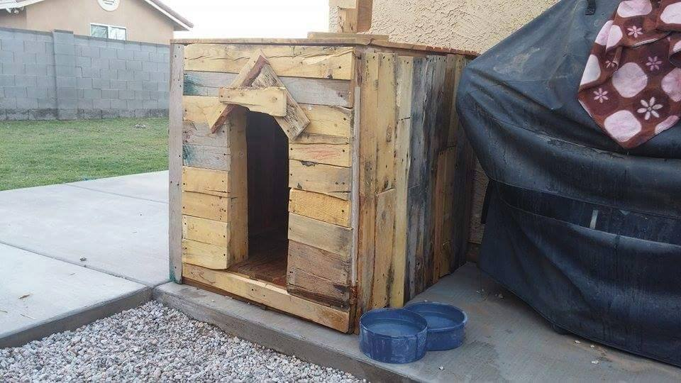 how to build a dog kennel from pallets