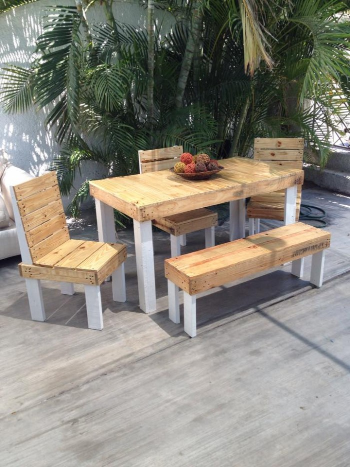Outdoor furniture set out of wood pallet pallet ideas for Wooden outdoor furniture