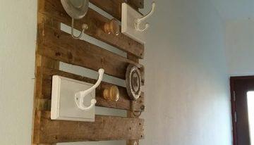 Wooden Pallet Wall Hanger