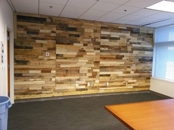 Pallet wood powered accent wall pallet ideas recycled - Wooden pallet accent wall ...