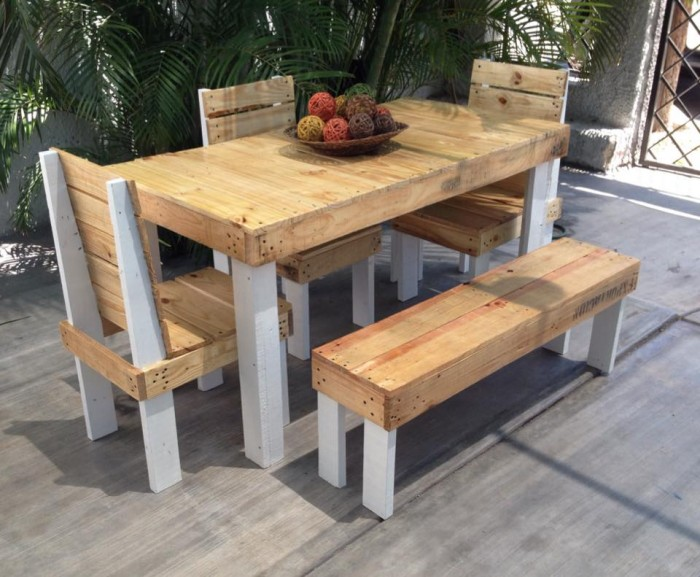 Patio furniture out of wood pallets best 25 pallet for How to make furniture out of wood pallets