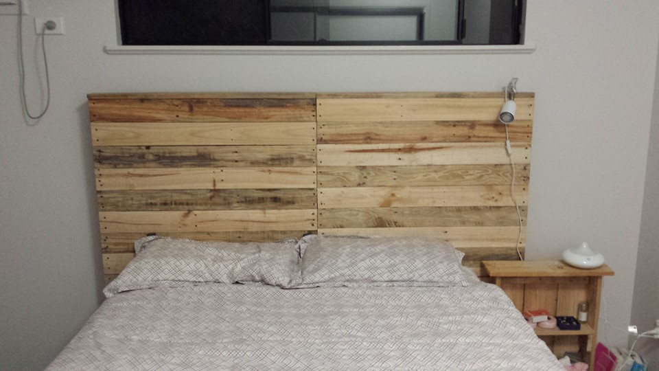 Wood Pallet Bed Headboard   Pallet Ideas: Recycled / Upcycled Pallets Furniture Projects.