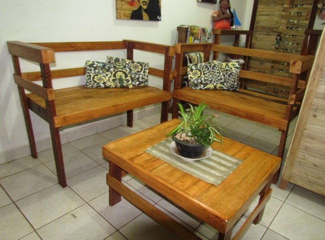 Pallet furniture set pallet ideas recycled upcycled for Less expensive furniture