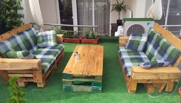 Pallet Garden Couch with Table