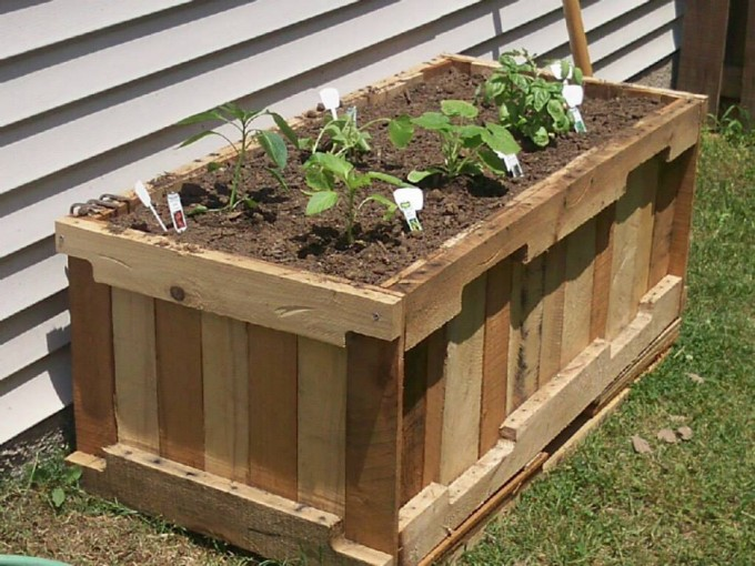 Wood pallet garden planters pallet ideas recycled for Planters made out of pallets