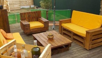 Pallet Wood Deck with Furniture