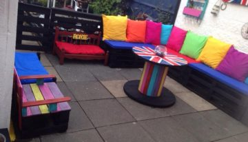 Colorful Garden Deck Pallet Furniture