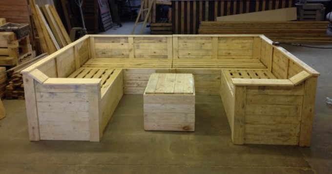 Pallet made sofa with table pallet ideas recycled for Sofa table made from pallets