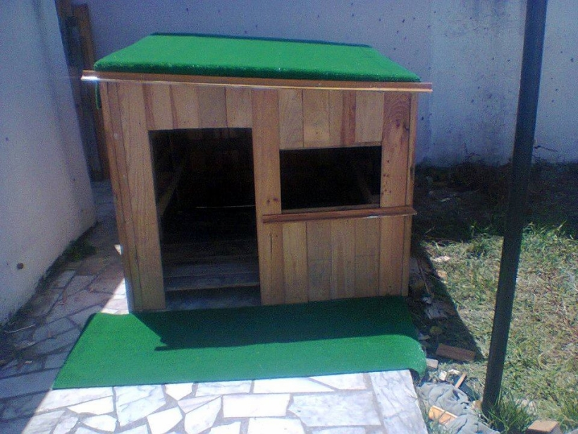 DIY Kids Playhouse From Wooden Pallets