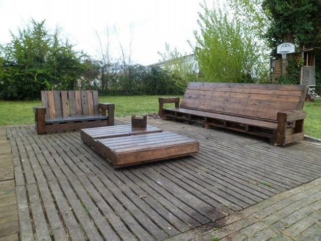Outdoor seating area with wooden pallet
