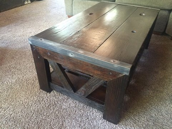 reclaimed pallet coffee table pallet ideas. Black Bedroom Furniture Sets. Home Design Ideas