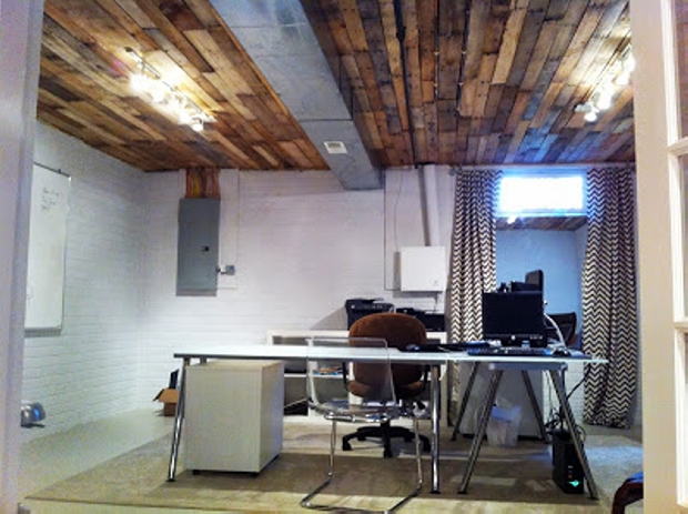 Pallet ceiling ideas pallet ideas recycled upcycled for Basement office