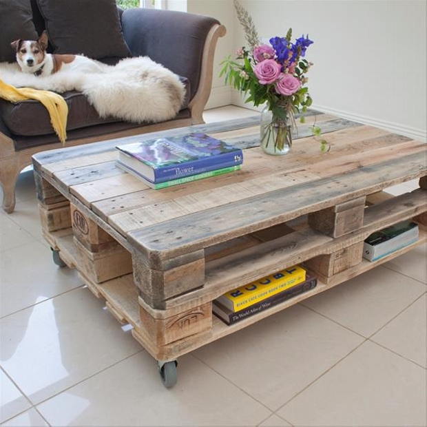 Pallet furniture projects with wheels pallet ideas - Wohnzimmertisch aus europaletten ...