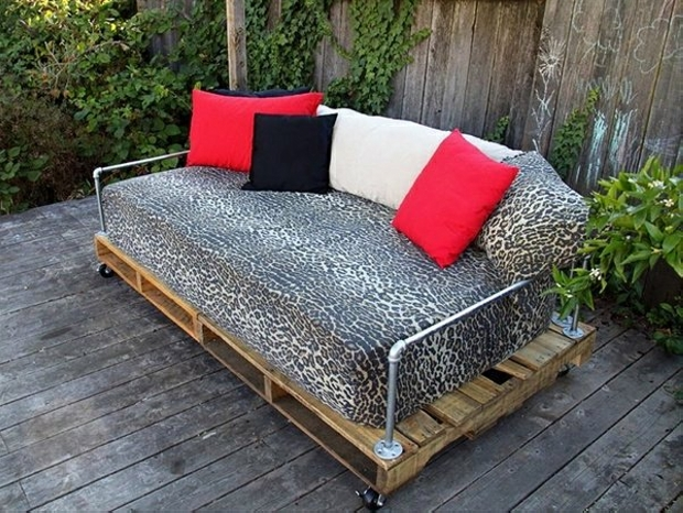 Pallet furniture projects with wheels pallet ideas for Paletten sofa outdoor