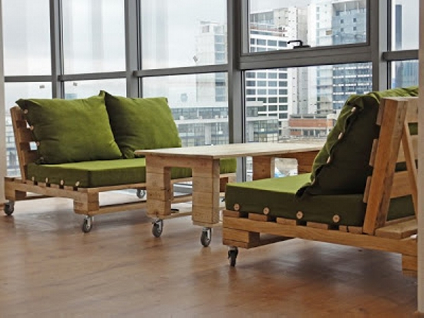 ... Pallet Furniture With Wheels ...