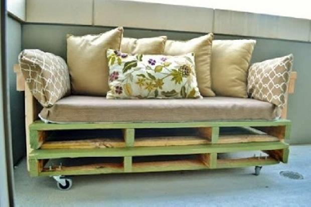 ... Pallet Sofa On Wheels ...