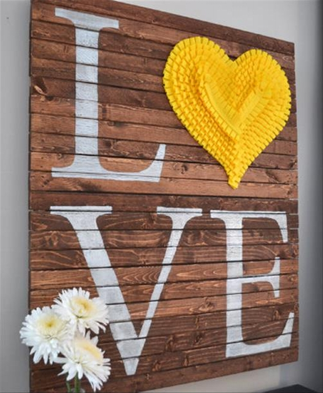 pallet valentine's day decor
