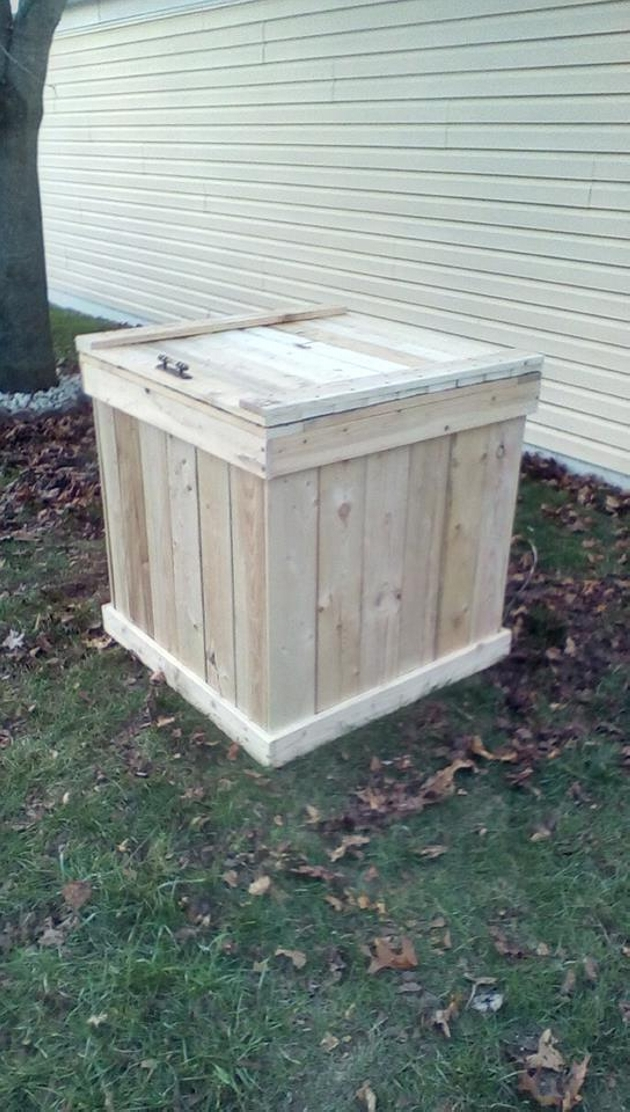 Outdoor pallets storage box pallet ideas recycled for Storage box made from pallets