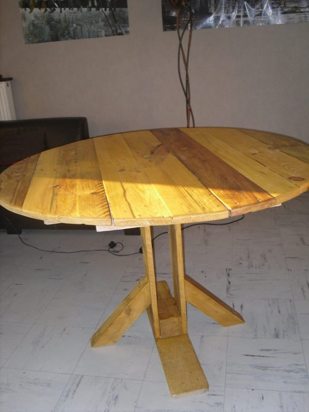 Pallet kitchen round table pallet ideas recycled for Table cuisine palette