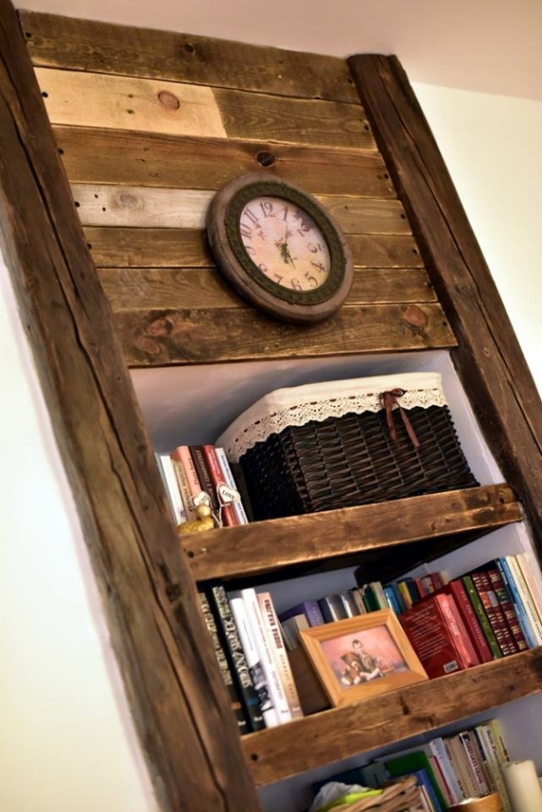 Pallet Shelves with Wall Decor | Pallet Ideas