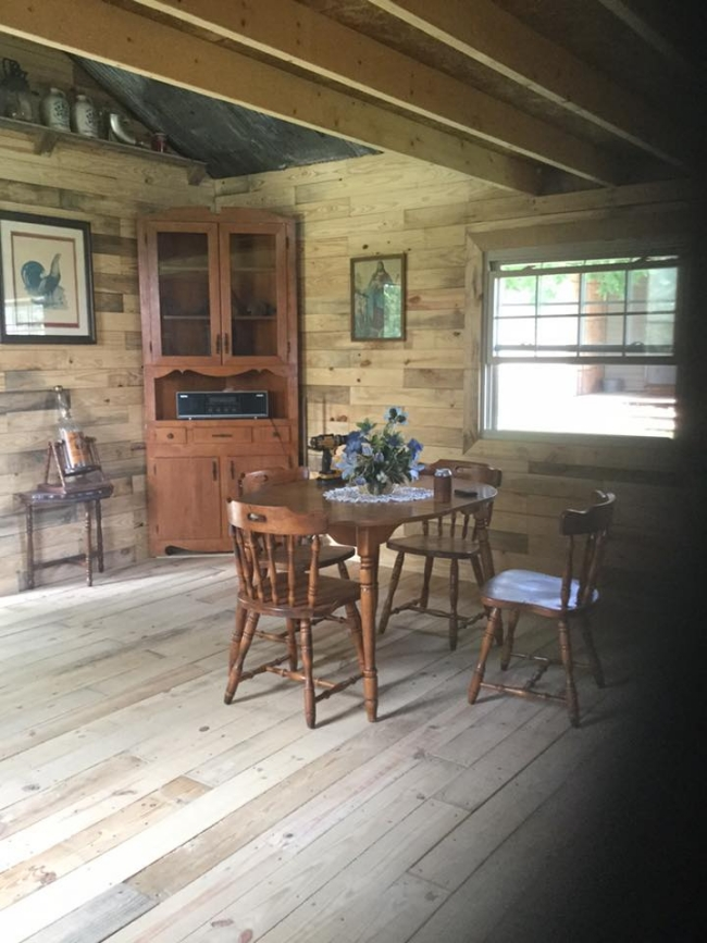 Little Cabin Made with Wooden Pallets | Pallet Ideas