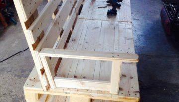 DIY Pallet Sofa on Wheels