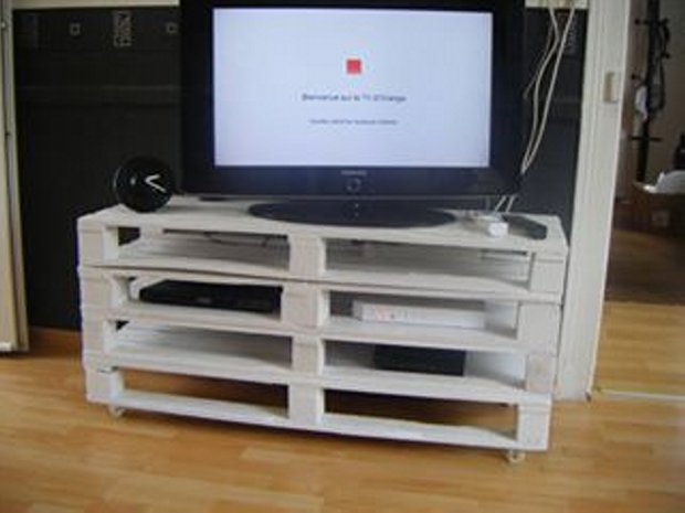 diy pallet tv stand on wheels pallet ideas recycled