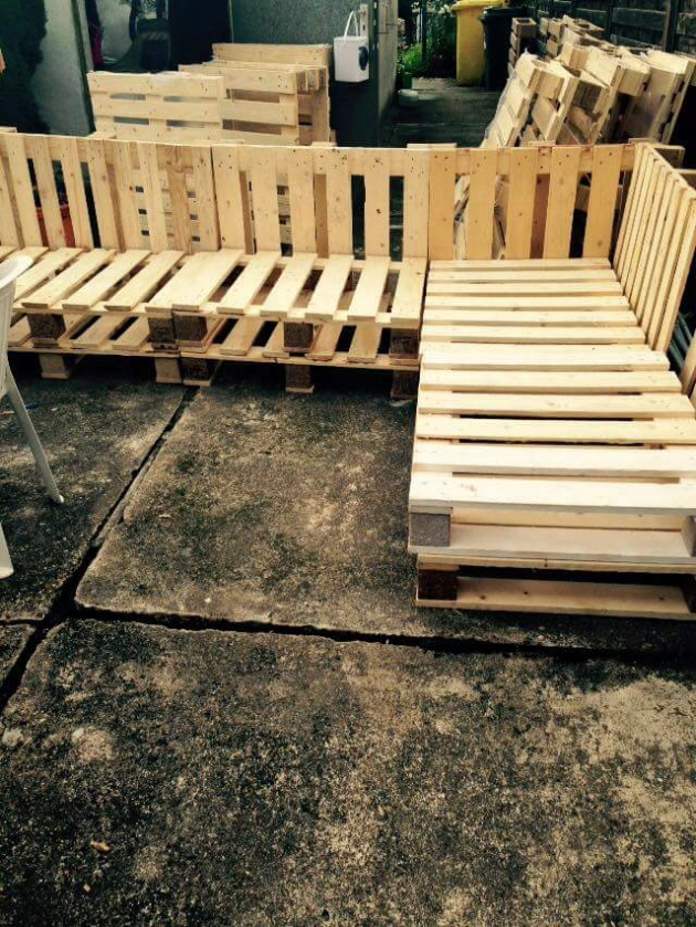 Diy Recycled Pallet Made Corner Sofa Ideas